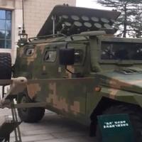 Este vehículo militar blindado es capaz de lanzar 12 drones suicidas
