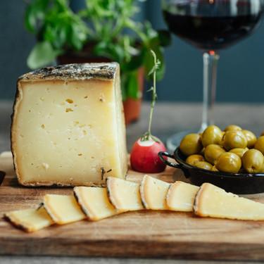 Siete quesos españoles y siete deliciosas recetas con ellos para un picoteo del finde muy quesero