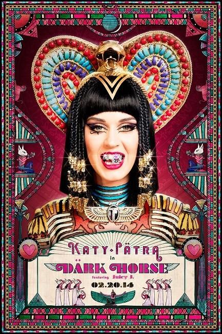 A Katy Perry se le ha ido de las manos esto del grillz en 'Dark Horse'