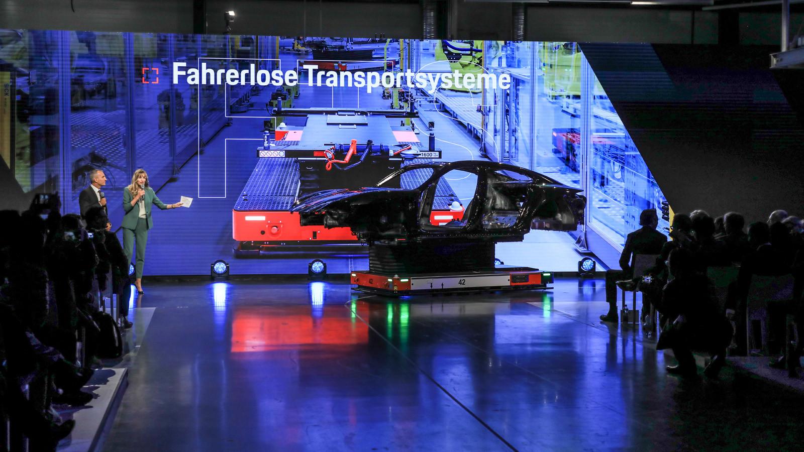 Foto de Fábrica Porsche Taycan (inauguración) (17/44)