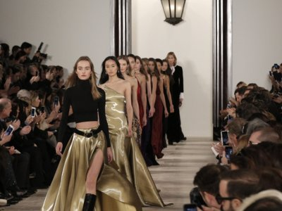 Del marrón al negro, el desfile menos innovador de Ralph Lauren