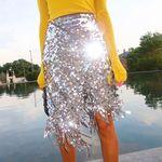 Esta temporada las faldas de lentejuelas lo van a petar (más): siete modelos para triunfar igual que las chicas de moda
