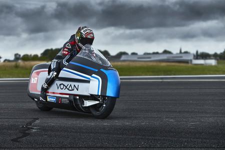 ¡Desvelada! Así luce la Voxan Wattman, una moto eléctrica con la que Max Biaggi pretende romper un récord de velocidad