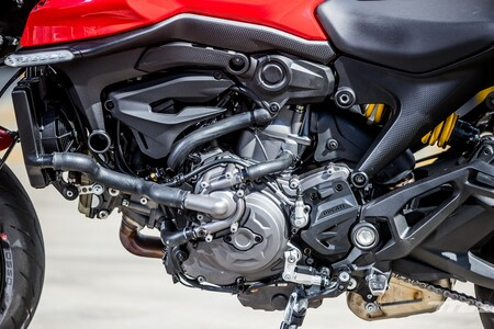 Ducati Monster 2021 004