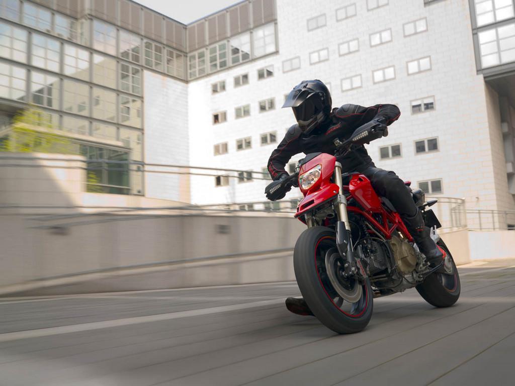 Foto de Ducati Hypermotard (17/27)