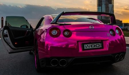 Nissan GT-R rosa