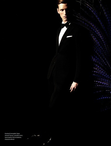 Esta Nochevieja viste de esmoquin y pajarita al estilo cabaret, blanco y negro