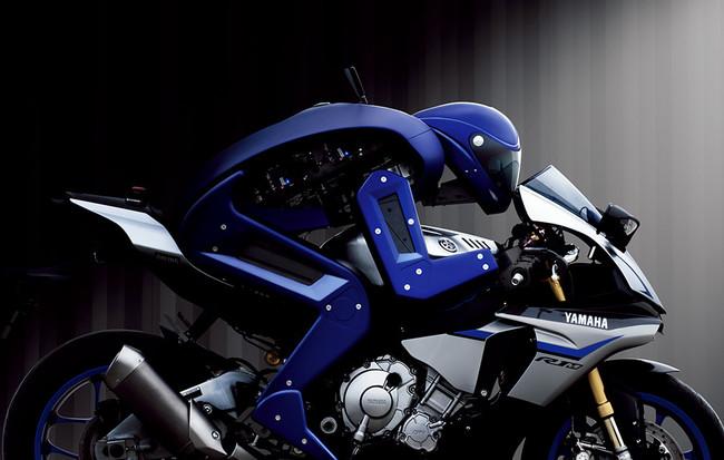 Motobot vs Valentino Rossi: la máquina por sí sola está más cerca de ganar al ser humano sobre dos ruedas