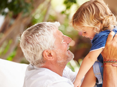Llegan las vacaciones: cómo llegar a acuerdos sobre normas y crianza con los abuelos