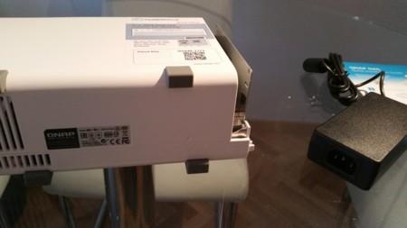 Abriendo la carcasa para instalar los discos