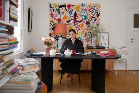 Poner una nota de color y optimismo en casa es muy fácil con los cojines que la ilustradora Kera Till ha diseñada para Westwing
