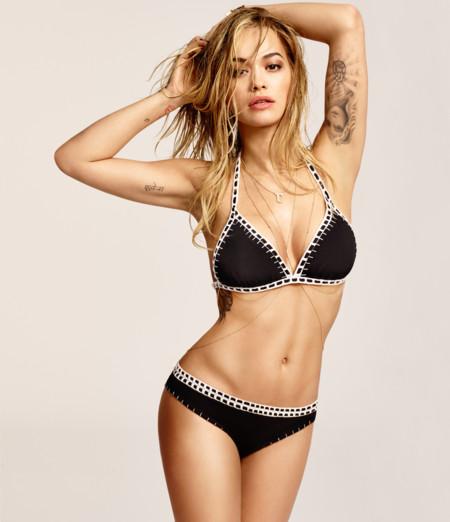 Rita Ora sube la temperatura con la campaña de baño de Tezenis