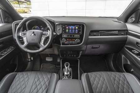 Mitsubishi Outlander PHEV 2019 interior