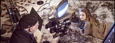 Las primeras imágenes del Calendario Pirelli 2019 nos adelantan su estética cinematográfica, a Gigi Hadid y mucho «girl power»