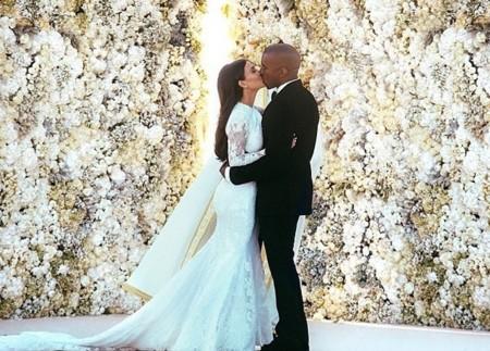 Kim Kardashian muestra su vestido de novia de Givenchy en Instagram