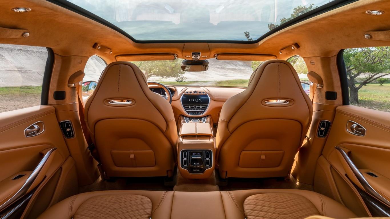 El Aston Martin Dbx Nos Ensena El Interior De Su Primer Suv A Solo Unos Dias De Presentarlo