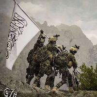 Esta es la fotografía de unos talibanes imitando el alzado de la bandera en Iwo Jima que avergüenza a los estadounidenses