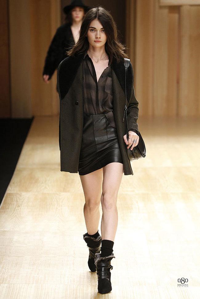 Foto de Mango abre la 080 Barcelona Fashion con su colección Otoño-Invierno 2014 y Toni Garrn (34/41)