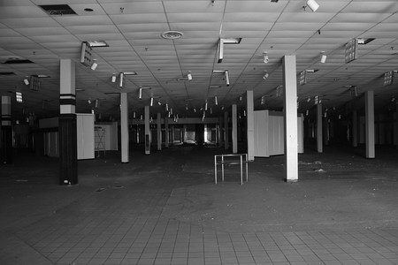 shopping mall abandonado