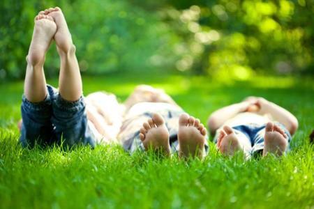 ¿Has revisado recientemente las uñas de los pies de tus hijos?