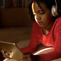 Apple lanza una sección en su web con trucos y consejos para familias y  controles parentales