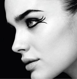 Delineado y cejas perfectas con el nuevo eyeliner 2 en 1 de The Body Shop. ¿Alguien da más?