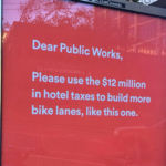 Publicidad callejera WTF: qué hace ese pene gigante en medio de mi calle
