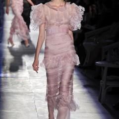 Foto 55 de 61 de la galería chanel-alta-costura-otono-invierno-2012-2013-rosa-gris-brillos-y-nuevo-vintage en Trendencias