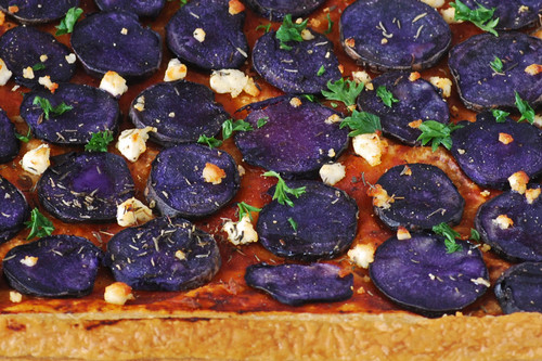 Tarta salada de patatas azules o violetas: receta fácil y rápida para impresionar en la mesa