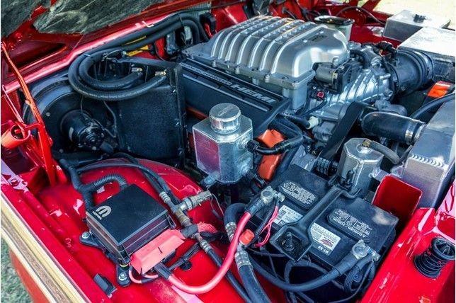 Foto de Jeep Wagoneer con motor Hellcat (12/13)
