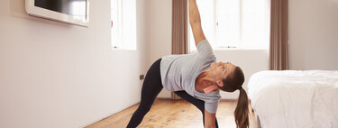 """Ejercicios """"anti chepa"""": lo que tienes que hacer en el gimnasio y en casa para evitar la mala postura y el dolor de espalda"""