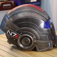 La edición coleccionista de Mass Effect Legendary Edition trae una genial réplica del casco N7, pero no incluye el juego entre sus extras