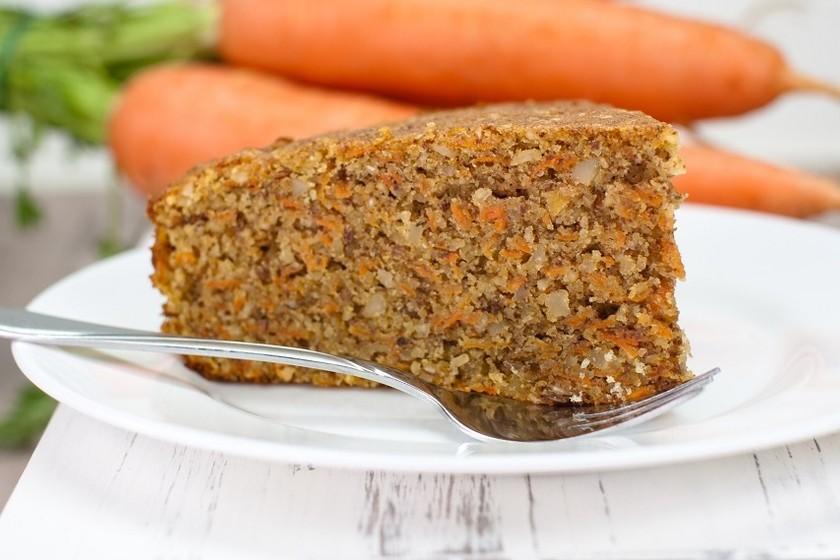Pastel de zanahoria y nueces sin gluten, bajo en carbohidratos y calorías