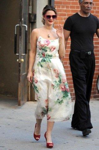 Drew Barrymore  vestido estampado flores