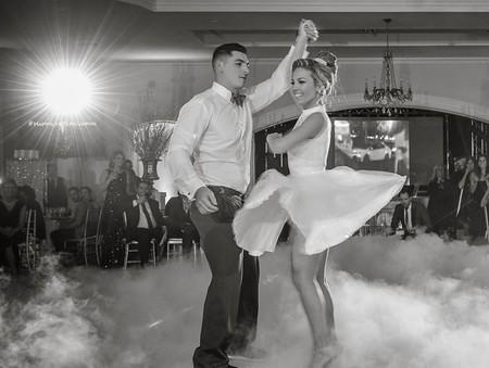 Hay bailes de boda molones, y luego está esta pareja clavando el baile final de 'Dirty Dancing'