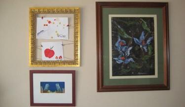 Enmarcando las obras de nuestros pequeños artistas para salvar nuestras paredes