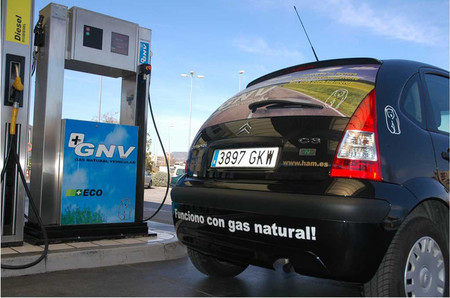 ¿Interesa comprar un coche a gas natural comprimido (GNC) en España?