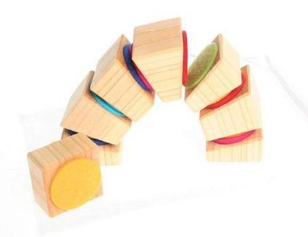 Bloques de madera con fieltro