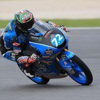 Alonso López baila bajo la lluvia para ser el más rápido de Moto3 el viernes en el GP de Valencia