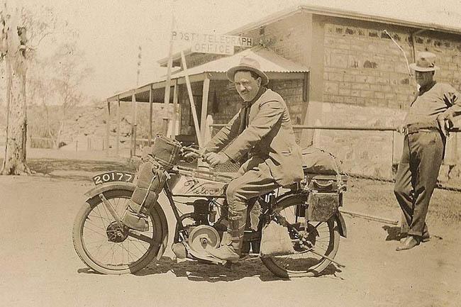 Harold Nelson y su Velocette en 1922
