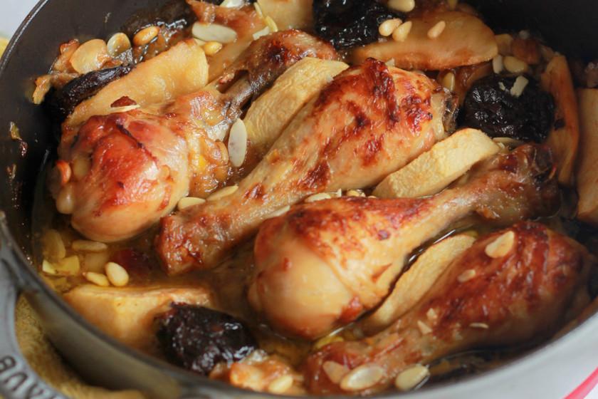 Muslos de pollo al horno con manzana y frutos secos