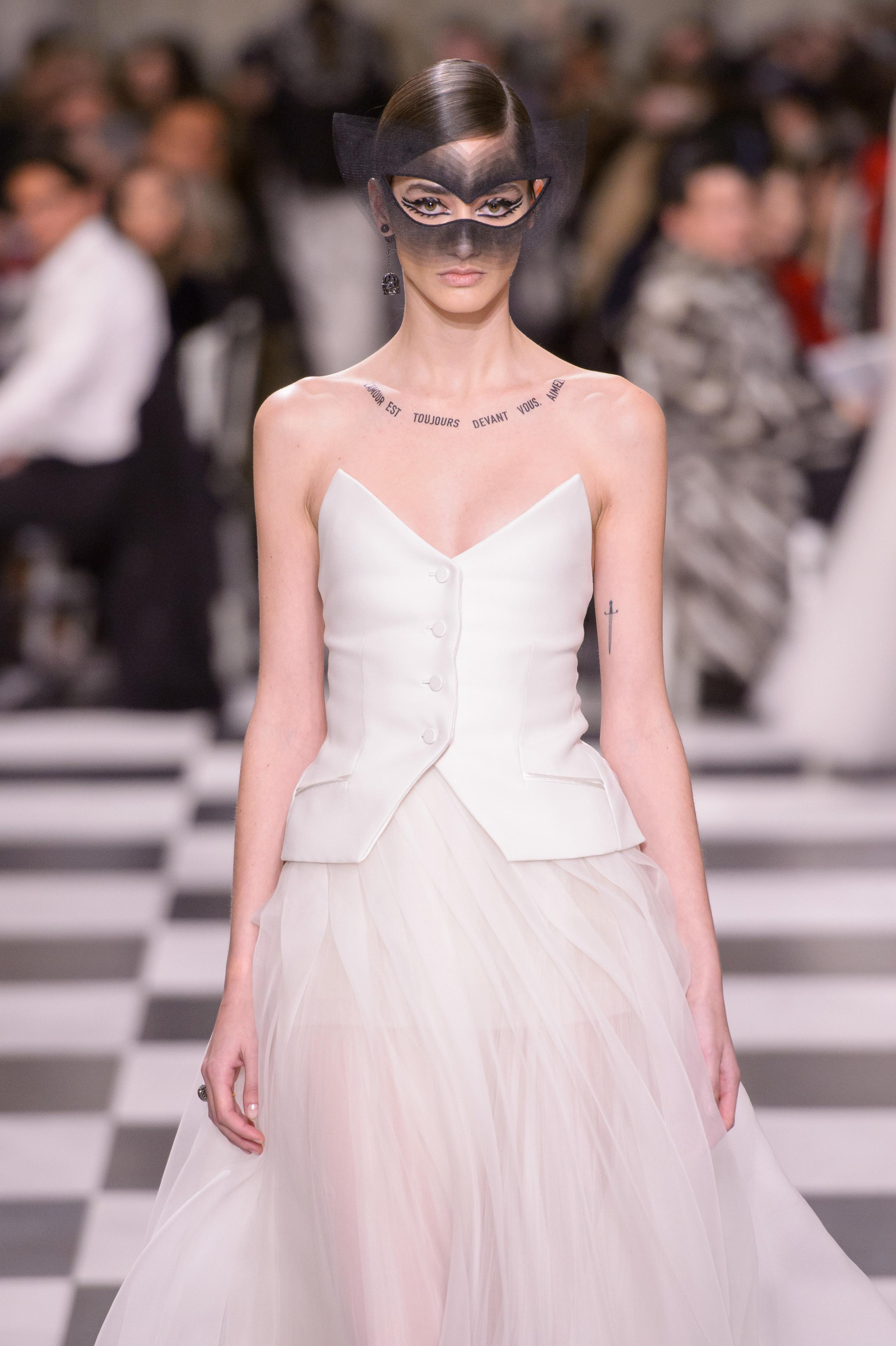 Foto de Dior Alta Costura: Maria Grazia Chiuri y su mágico desfile en blanco y negro Primavera-Verano 2018 (65/74)
