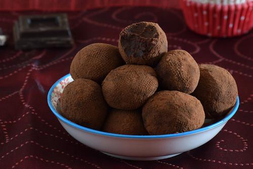 Cómo hacer trufas de chocolate caseras, la receta más tentadora y fácil para agasajar en Navidad