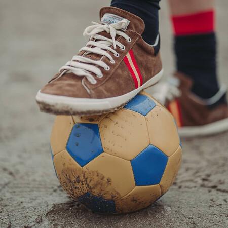La nueva colección de El Ganso es un homenaje en clave retro a la Selección Española de fútbol que no te dejará indiferente