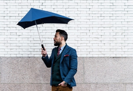 El paraguas que desafía el viento