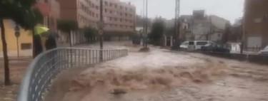 Está siendo la riada universal en Murcia y los riders de Glovo y Deliveroo siguen repartiendo