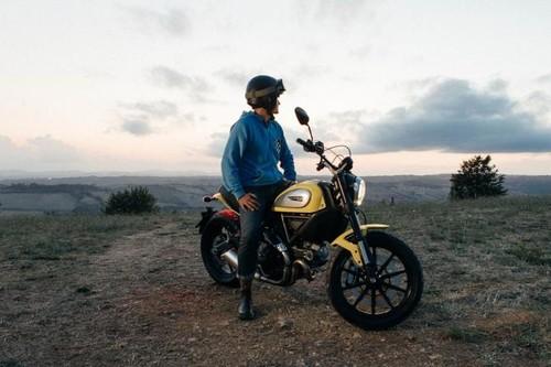 La Ducati Scrambler sale del contenedor amarillo