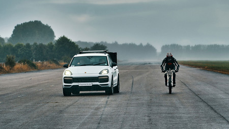 Porsche Cayenne Y Bici A 240 Km H2