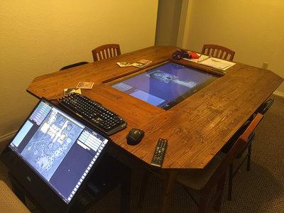 Una mesa de juego para 'Dungeons & Dragons' con un 4K táctil y smart TV: si no existe la mesa ideal, constrúyetela