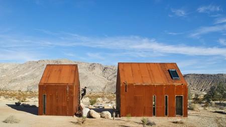 Una mini casa de diseño para hacer Glamping en pleno desierto